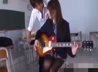 【小田切ジュン】後輩にギターの弾き方教えていたらなんだかエッチな展開に! 裏アゲサゲ女性向け動画