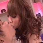 【小田切ジュン】パープルのソファーでセクシーに絡み合う濃密ラブエッチ! xvideos女性向け動画【無修正】