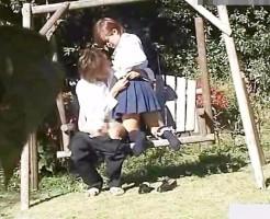 素人高校生カップルがおしゃれな公園のブランコでゆらゆらセックス! pornhub女性向け動画