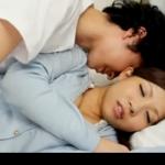 【ムータン】疲れ果てて眠ってしまったお姉さんをこっそり夜這いしてそのままエッチしちゃう! javynow女性向け動画