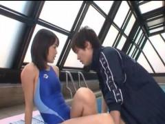 【鈴木一徹】イケメンコーチにプールサイドで体を触られクンニされちゃった特殊トレーニングエッチ! 女性向け動画