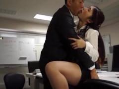 【黒田悠人】今日はオフィスに2人っきり。見つめあって仕事中にセックス開始! pornhub女性向け動画