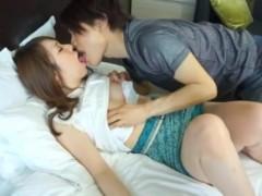 イケメン男優さんの優しくて甘い囁きに負けて不倫セックスしちゃう奥様! pornhub女性向け動画