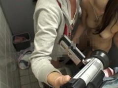 スリルを求めて素人カップルが個人撮影しながらトイレでこそこそ快感エッチ! pornhub女性向け動画【無修正】