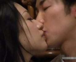 【ムータン】もう我慢できない。ずっと好きだったの。友達が寝ている横でこっそりラブセックス! pornhub女性向け動画