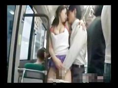 イケメンサラリーマンをバスの中で誘惑してセックスしちゃう肉食お姉さん! pornhub女性向け動画