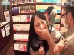 本屋で立ち読みする女子高生2人を無理やりレイプ! ero-video女性向け動画