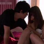 薄暗いベッドルームで体をくねらせ愛し合う大人の濃厚セックス! xvideos女性向け動画