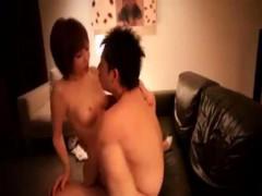 【玉木玲】ソファの上で激しくピストン!本能のママに絡み合う濃厚セックス! ero-video女性向け動画