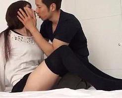 【大沢真司】黒ニーソがセクシーな女の子と真っ白なベットで快感エッチ! xvideos女性向け動画