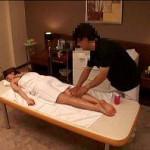 薬を飲まされ敏感になってしまった体をオイルマッサージされ感じちゃうお姉さん! xvideos女性向け動画