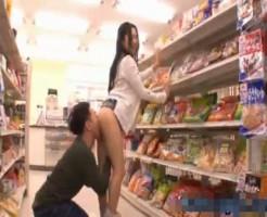 【森林源人】コンビニのお菓子コーナで大胆にエッチしちゃうカップル! ero-video女性向け動画