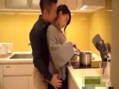 【志戸哲也】バックハグからギュ!そのままキッチンで♥彼女をいただいちゃうラブセックス! ero-video女性向け動画