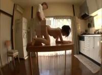 【志戸哲也】裸で家事をしてエッチまでしちゃう裸の家政婦さん! 裏アゲサゲ女性向け動画