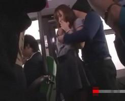 満員バスでお姉さんを痴漢、更にはパンストを破き生ハメセックス!