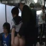 バスの中で痴漢されて体が敏感に反応してしまうイケナイ制服JK!