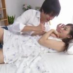 【鈴木一徹】清楚な女の子が真っ白なベットで甘くとろけていくラブエッチ!