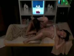 【レズ】個室で性感オイルマッサージ!女性セラピストに感じてしまいレズエッチ! 女性向け無料アダルト動画