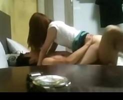 素人カップルのハメ撮りエッチ!脚を大きく広げた正常位で奥まで突かれたり、寝バックでもいっぱい突かれる激しめセックス 女性向け無料アダルト動画