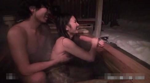 声を出さないように露天風呂でエッチ!お風呂上がりもお部屋でラブラブエッチ! pornhub女性向け【無修正】