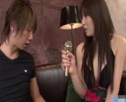 【ぽこっしー】インタビューにやってきたセクシーなお姉さんとソファーで激しめエッチ! xvideos女性向け【無修正】