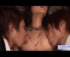 【月野帯人 小田切ジュン】スーツ姿のエロメン2人に乳首もアソコもいーっぱい舐められながら3Pセックス! 女性向け無料アダルト動画