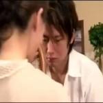 【月野帯人】お母さんのおっぱいを覗き見するイケメン息子!お父さんが居ない隙に近親相姦セックス! ero-video女性向け動画