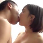 【服部義】おとなしそうな女の子が乳首をなめられながら手マンされ、立ったまま潮吹き! 女性向け無料アダルト動画