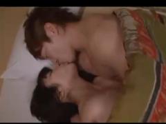 【志戸哲也】おやすみ前にべろちゅーでキスしてじっくり愛し合い!バックでいっぱいクンニされたり、中出しした後もキスで愛情確認! 女性向け無料アダルト動画