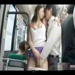 欲求不満な人妻が満員バスでタイプのサラリーマンにおっぱいを押し当ててアピール!痴漢したい気分にさせる肉食プレイ