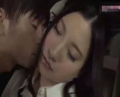 【小田切ジュン】助手席で眠ってしまった同僚にこっそりキス。いい雰囲気になってそのまま車でイチャイチャ 女性向け無料アダルト動画