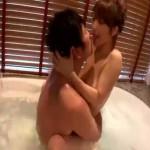 ベッドまで待てない!一緒にお風呂に入ってイチャイチャしていたカップルが体を触り合っていたら欲情して、バスルームで汗ばみながらしっとりエッチ