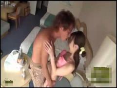 【沢井亮】お昼は買い物デートでホテルに帰ってきて…。キスしたら我慢できなくなって、シックスナインでお互いに舐め合ってから正常位エッチ 女性向け無料アダルト動画