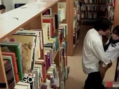 静かな図書館でこっそりエッチしちゃうスリル満点の青春エッチ!