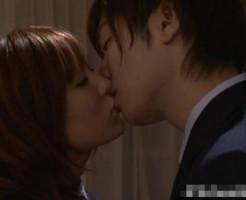 【鈴木一徹】2人っきりになってお互いの気持ちを確かめ合う青春キス!