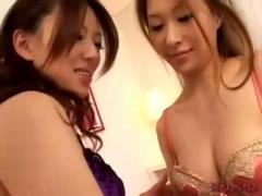 女の子同士で優しく体を触り合って、おっぱいやあそこを舐めるソフトレズ前戯! 女性向け無料アダルト動画
