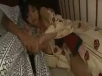 女子グループで温泉旅行。旅の疲れとお酒で酔ってしまい廊下で寝ていると…他の男性客に襲われてしまい意識が朦朧としながらレイプされるお姉さん【鮫島】