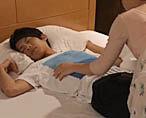 【杉崎春】撮影前夜に本当の夜這いを仕掛けちゃう!たっぷりフェラしてるとエロメンもその気になり…!? 女性向け無料アダルト動画