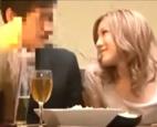 居酒屋で友達カップルとダブルデート!ギャル系の友達がお酒の席で彼氏にボディタッチで誘惑…からのだんだん距離が近くなって寝取りセックス!