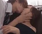 イケメンにキスされて人妻があっさり寝取られ!手マンやクンニの愛撫だけで///【タツ】